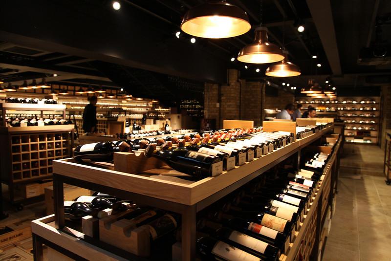 Экскурсия по винному магазину Чичваркина Hedonism Wines в Лондоне или тайна Вермутского Треугольника